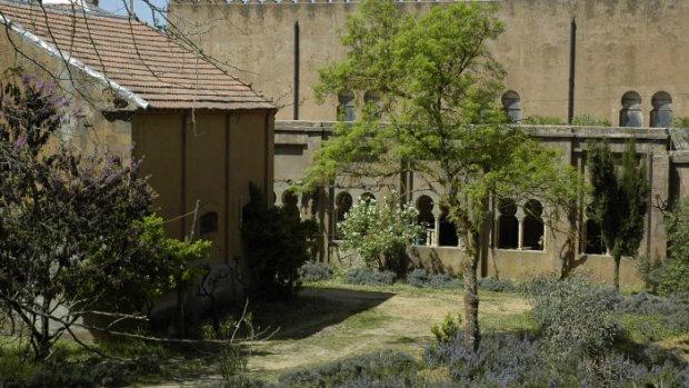 Avril 2006. Extérieur du monastère de Tibhirine dans l'Atlas algérien.