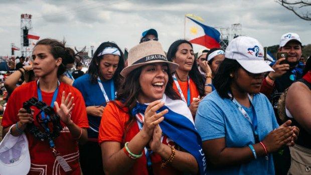 26 janvier 2019 : Journées mondiales de la jeunesse. Jeunes attendant le pape François au Campo San Juan Paul II (Saint Jean Paul II). Ville de Panama, Panama.