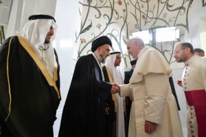 4 février 2019 : Le pape François rencontre les membres du Conseil musulman des Anciens à la Grande Mosquée du cheikh Zayed, Abu Dhabi, Emirats arabes unis. DIFFUSION PRESSE UNIQUEMENT. EDITORIAL USE ONLY. NOT FOR SALE FOR MARKETING OR ADVERTISING CAMPAIGNS. February 4, 2019 : Pope Francis during his private meeting with members of the Muslim Council of Elders at the Sheikh Zayed Grand Mosque in Abu Dhabi, United Arab Emirates.