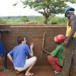 21 oct 2008: Arnaud JALARD, volontaire de la Délégation de Coopération Catholique, supervisant un des chantiers de construction du Diocèse, Mbaïki, République Centrafricaine, Afrique.