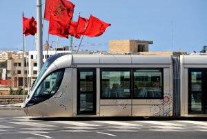 2011 : Tramway passant dans la ville de Rabat, Maroc. 2011: Tramway in the city of Rabat, Morocco.