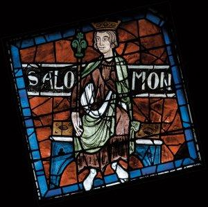 Salomon, roi de Juda. Rosace septentrionale de la Cathédrale de Chartres. Vitrail du XIIIe s. Eure et Loir (28), Centre, France.