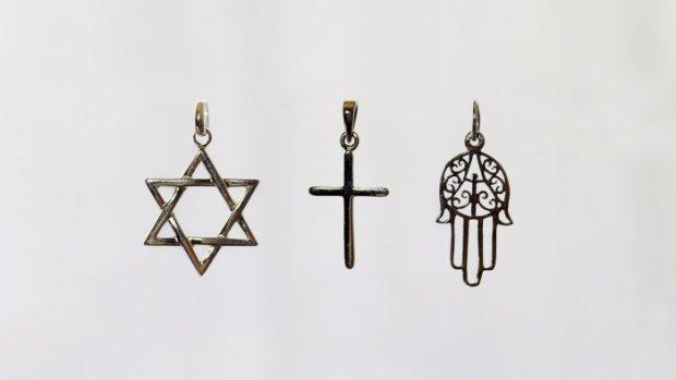 2 juin 2009: Illustration des trois religions monothéistes.   June 2nd, 2009: illustration of three monotheist religions.