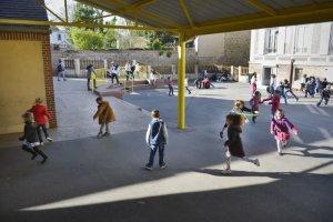 30 mars 2017 : Cour de récréation. Institution Saint-Spire, établissement Sainte-Marie. Corbeil-Essonnes (91), France. NE PAS UTILISER CETTE PHOTO HORS CONTEXTE.