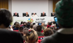 "19 mars 2018 : Message du Pape François à l'adresse des 300 jeunes venus du monde entier pour participer à la rencontre du pré-synode des jeunes, au Collège Pontifical International ""Maria Mater Ecclesiae"" à Rome, Italie. March 19, 2018: Pope Francis speaks to young during the opening of the work of the pre-synod of young people 2018 at the pontifical international college Mater Ecclesia in Rome, Italy."