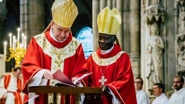 14 octobre 2018 : Mgr Pascal DELANNOY, évêque de St-Denis et Mgr Victor ABAGNA MOSSA, évêque d'Owando au Congo Brazzaville, lors de la messe solennelle de jumelage entre les diocèses de Saint-Denis et d'Owando (Congo Brazzaville). Basilique cathédrale de Saint-Denis (93), France.