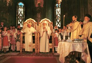 09 mai 1999 : Jean Paul II et le patriarche Teoctist, primat de l'Égl. orthodoxe de Roumanie, Bucarest, Roumanie.