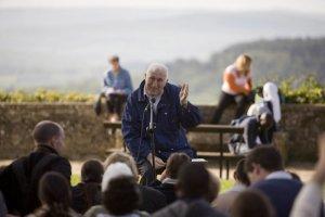 4 mai 2008: Enseignement de Jean VANIER, fondateur de l'Arche lors du pèlerinage des routes de Vezelay (89), France.