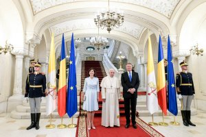 31 mai 2019 : Le pape François est reçu par Klaus IOHANNIS, président de la Roumanie pour une cérémonie de bienvenue au Palais présidentiel Cotroceni à  Bucarest, Roumanie. DIFFUSION PRESSE UNIQUEMENT.  EDITORIAL USE ONLY. NOT FOR SALE FOR MARKETING OR ADVERTISING CAMPAIGNS May 31, 2019 : Pope Francis meets Romanian President Klaus IOHANNIS and his wife Carmen during a courtesy visit at the Cotroceni Palace in Bucharest, Romania.