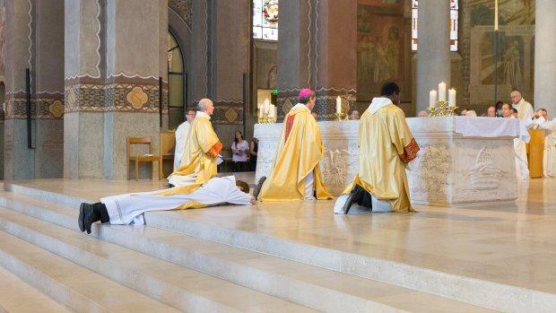 Ordination sacerdotale dans le diocèse de Nanterre par Mgr Berthet. Juin 2018