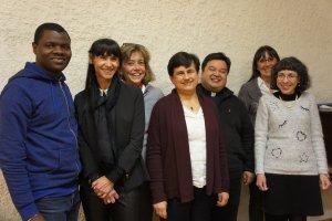 P. Martin Tran avec l'équipe de la Pastorale liturgique et sacramentelle.JPG