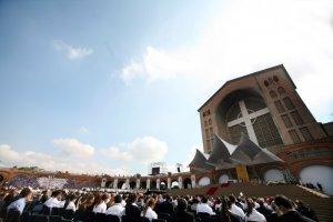 13 mai 2007 : Célébration devant la basilique d'Aparecida, Brésil, Amérique Latine. Celebration an open air in front of the Basilica of Our Lady of Aparecida.