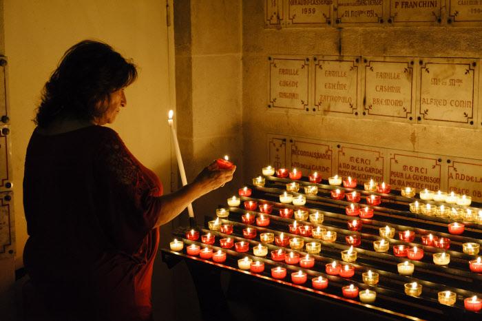 8 juin 2014 : Chapelle des ex-voto à l'intérieur de la basilique Notre-Dame de la garde, à Marseille (13), France.  June 8, 2014: Ex-voto inside Notre Dame de la Garde Basilica in Marseille, France.
