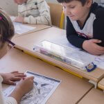 21 Septembre 2015 : Noor (8 ans) et Sarah (6 ans) SAKARYA sont scolarisés à l'école Montessori de Salvert. Chrétiens d'Irak originaires de la ville de Qaraqosh, ils sont arrivés en mars 2014 avec leur famille en France. Ils sont hébergés au sein de la Congrégation des Filles de la Sainte Vierge (Sœurs de Salvert). Salvert, Vienne (86), Poitou-Charente, France.  September 21st, 2015: Several Christian families from the city of Qaraqosh left Iraq earlier in 2014 because of the insecurity in the country and ISIS (Islamic State of Iraq and Syria) threats. They settled down with their children in France and have been hosted by the Congregation of the Daughters of the Virgin Mary (Congrégation des Filles de la Sainte Vierge) nearby the city of Poitiers since their arrival. The congregation helps them to start a new life. Salvert, France.