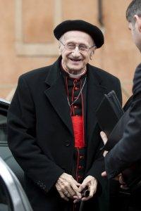 8 mars 2013 : Le card. Roger ETCHEGARAY (France) arrive pour une session de travail au Vatican, Rome, Italie. March 8,2013: Card. Roger ETCHEGARAY arrives for a meeting at the Vatican, Rome, Italy.