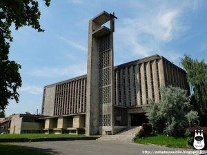 l'église Sainte Jeanne d'Arc construite en 1952
