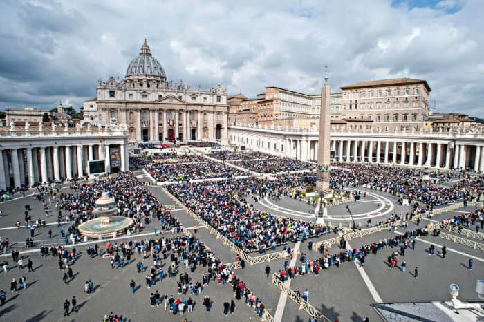 14 avril 2019 : Célébration de la messe des Rameaux, place Saint-Pierre au Vatican.  April 14, 2019 : The Palm Sunday Mass in Saint Peter's Square at the Vatican.