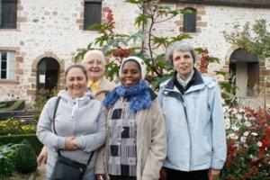 Sr. Christine (à droite) et les trois autres sœurs de la Communautés des Oblates du Cœur de Jésus de Souvigny