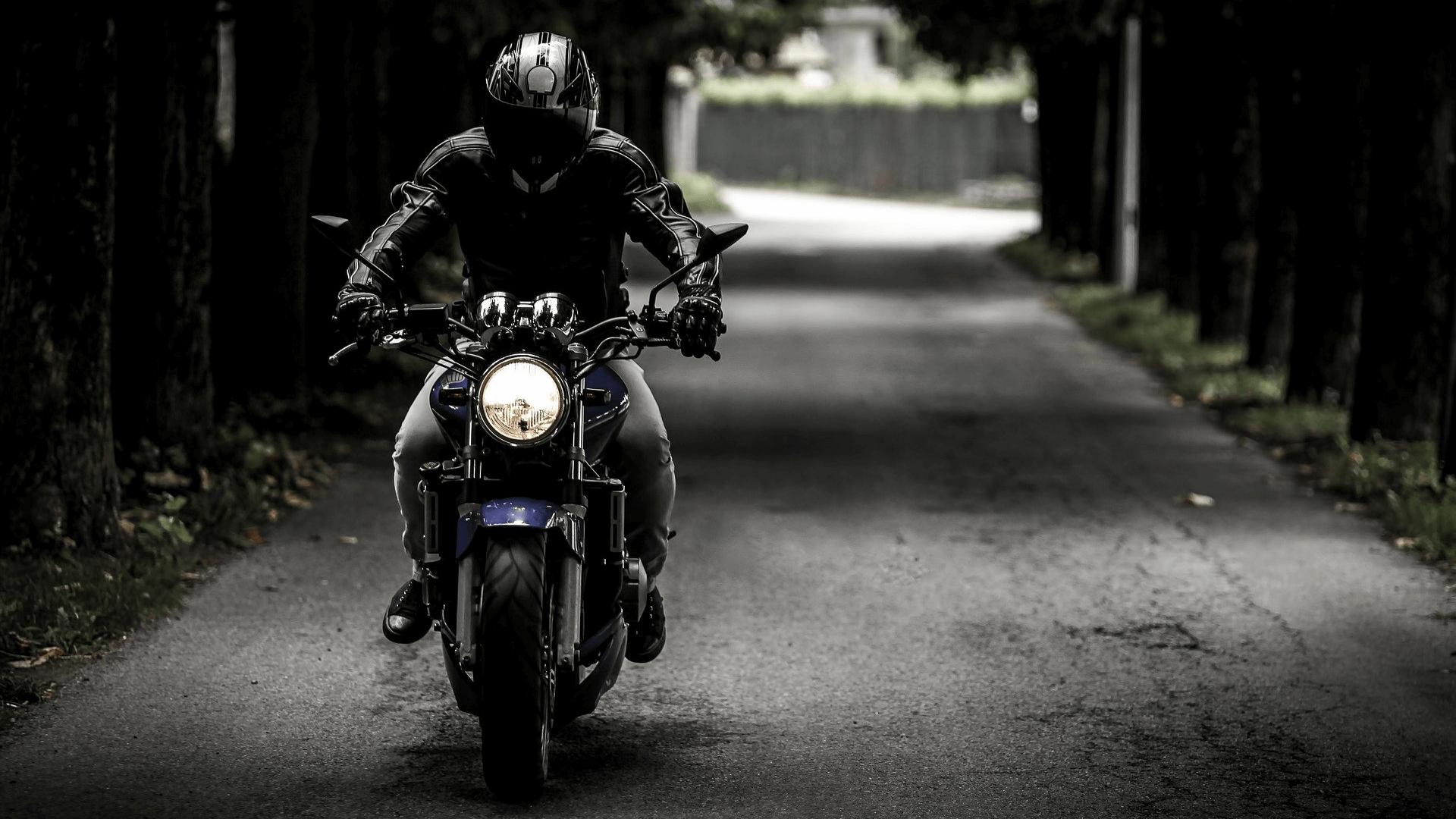 Un motard esseulé