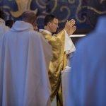 24 septembre 2018 : Retraite mondiale de prêtres organisée à l'occasion du bicentenaire de l'arrivée de Saint Jean-Marie Vianney à Ars-sur-Formans. Messe célébrée par Mgr Benoît RIVIERE, évèque d'Autun. Ars-sur-Formans (01), France.
