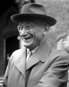 Robert SCHUMAN, homme politique français, artisan du rapprochement avec l'Allemagne après la guerre et de la création de la communauté Européenne.