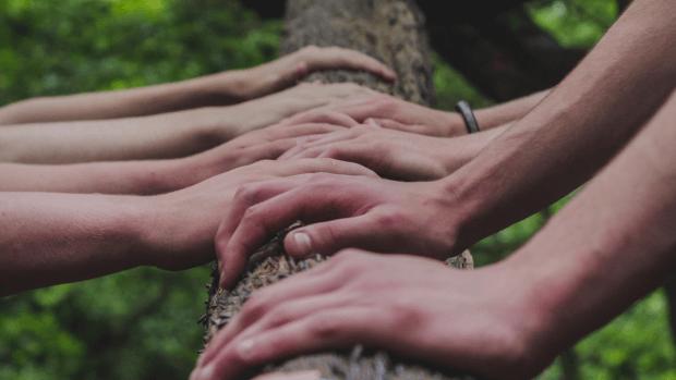 mains - jeunes