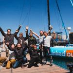 equipe devant le bateau linkedout