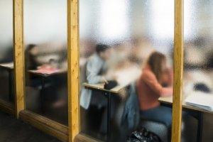 Avril 2019 : Etudiants dans une salle de classe. France.