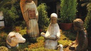 Décembre 2005 : Crèche de Noël à Paris.